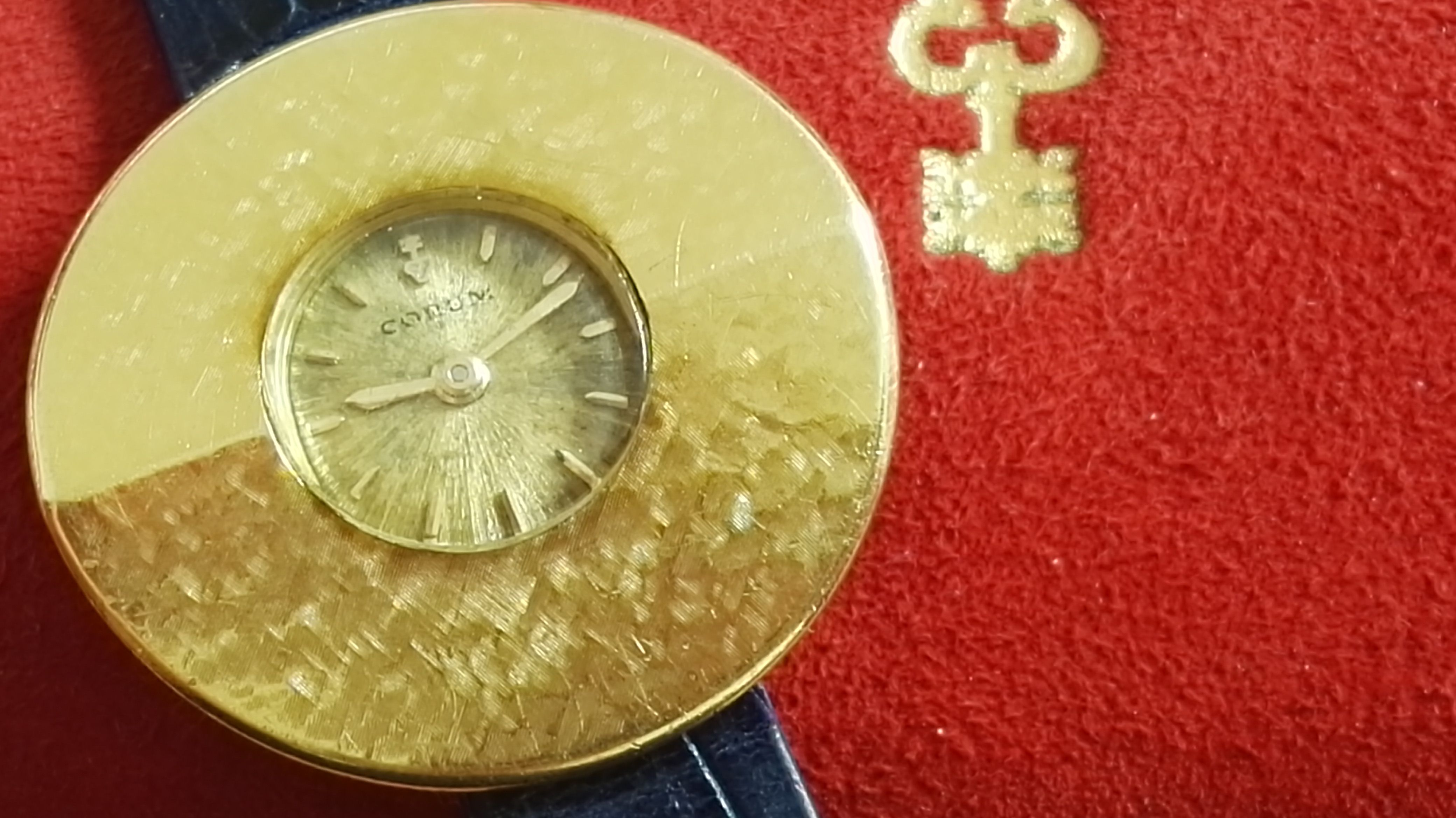 Corum Rare Lady Chinese hat 18 kt gold yellow 1960' | San Giorgio a Cremano