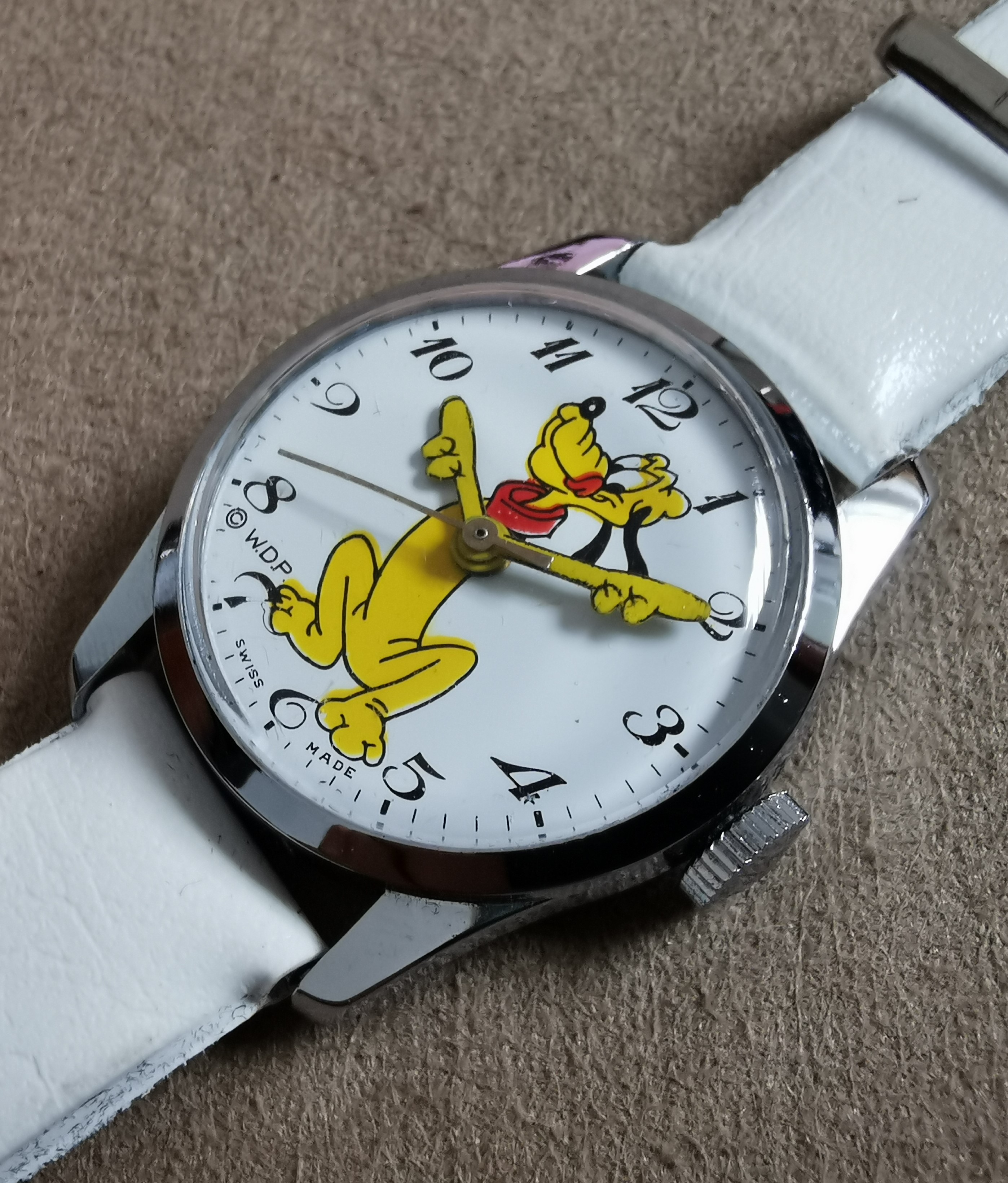 "Anonimo W.D.P. Walt Disney ""Pluto"" Year 1970-1980. Mm 29.New old stock 